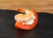 Tapa de tomate, mozzarella y gamba